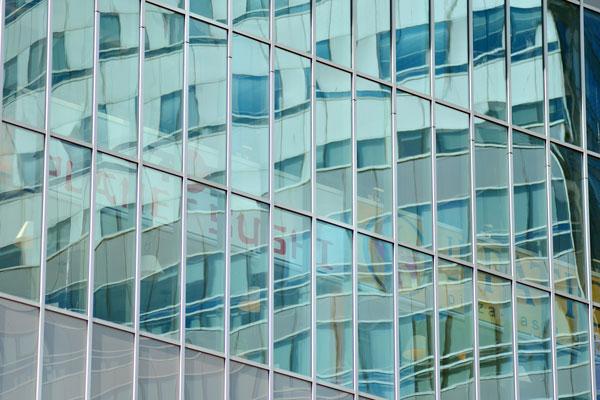Dalumini-muros-cortina-con-perfiles-intermedios