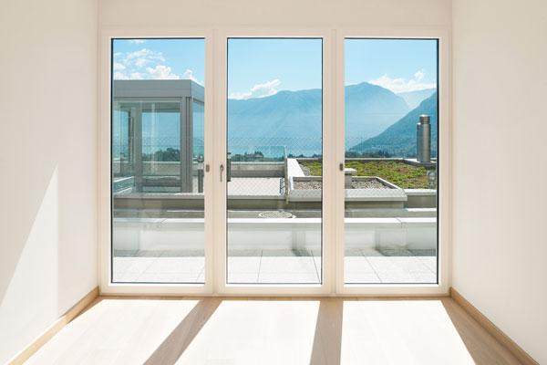 Dalumini-ventana-balconera-oscilobatiente-blanca-pvc-aluminio-rotura-puente-termino-rpt